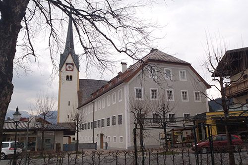 <strong>Pfarrhof Abtenau<span><b>in</b>öffentlich </span></strong><i>→</i>