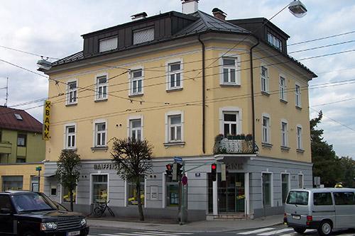 <strong>Raiffeisenbank Salzburg Gnigl<span><b>in</b>gewerblich </span></strong><i>→</i>