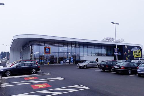 <strong>Supermarkt Hofer Laakirchen<span><b>in</b>gewerblich </span></strong><i>→</i>