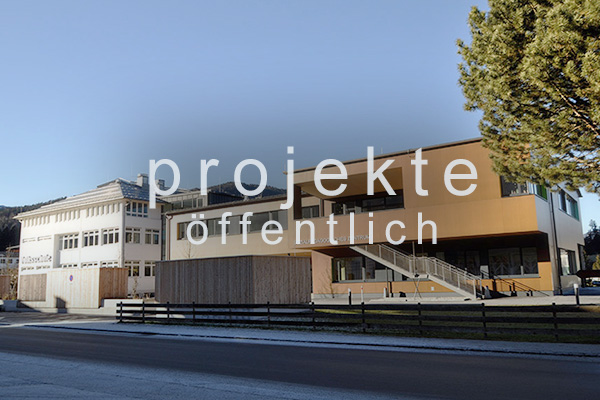 <strong>Projekte öffentlich<span></span></strong><i>→</i>
